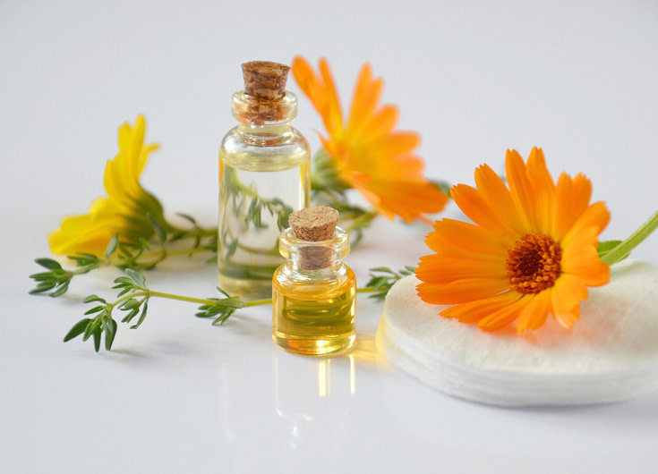 essential oils 2738555 1920